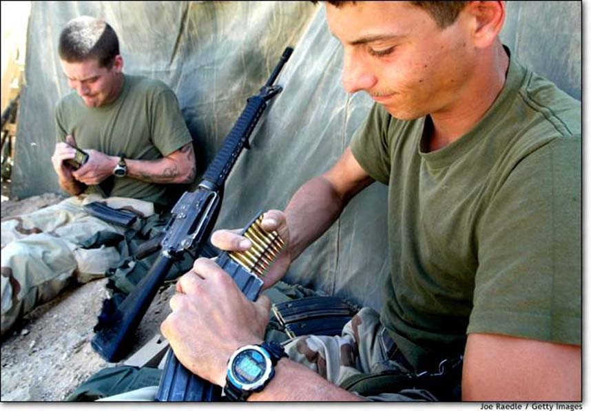awesome_loading_m16s_in_iraq.jpg